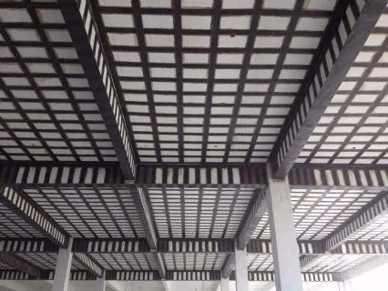 房屋加固公司-楼板裂缝碳纤维加固